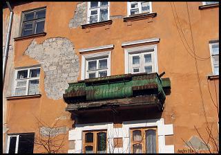 Москвичи предлагаютв аренду балкон, кладовку, дляхранения вещей иразмещения рекламы.